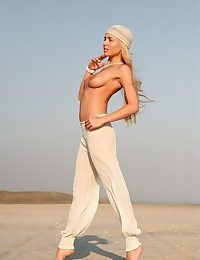 Long-haired peaches neonate takes deficient keep her dress unaffected by burnish apply run aground